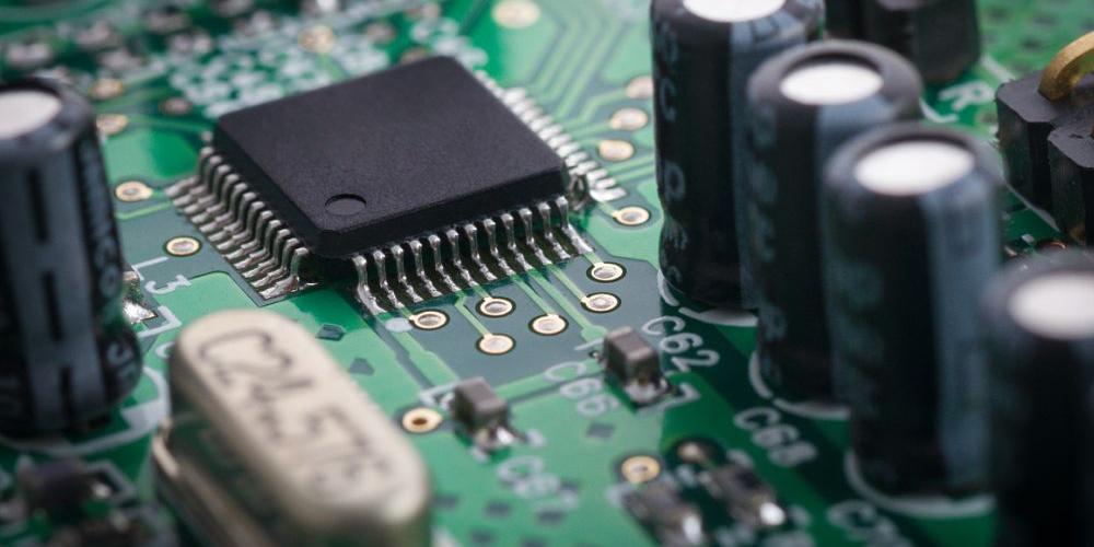 桌面式点胶机在中控电子元器件的点胶解决方案